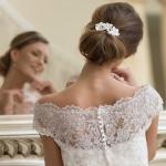 Haarschmuck aus Lederblüten, Brautmode, Kleid: Lohrengel, Schmuck: Sky is no limiT